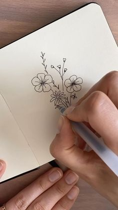 Art Drawings Sketches Simple, Pencil Art Drawings, Doodle Drawings, Doodle Art, Easy Drawings, Flower Drawings, Flower Design Drawing, Simple Flower Drawing, Flower Sketches