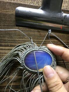 伶影 第14步 Macrame Jewelry Tutorial, Micro Macrame, Necklaces, Bracelets, Handmade Crafts, Knots, Alphabet, Groomsmen, Hardware Pulls