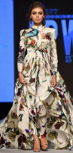 Zaheer Abbas presented trendy and summery collection at Telenor Pakistan Fashion Show Day 2 Pearl Continental Hotel in Karachi. Fashion Shows 2015, Fashion Week 2015, Fashion Weeks, Pakistan Fashion Week, Fishtail Dress, Podium, Pakistani Couture, Desi Clothes, Asian Fashion