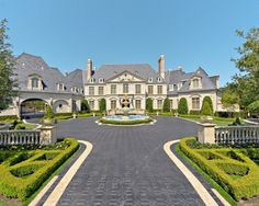 Preferred style of architecture for the exterior of my home, fountain and all but probably not both wings. Mega Mansions, Mansions Homes, Luxury Mansions, Dream Mansion, Entrance Design, Traditional Exterior, Traditional Landscape, Front Entrances, French Chateau