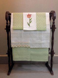 Guest towel de jacquard-lino en diferentes colores. / Guest towel de lino y encaje. Ambos bordados con tu nombre o monograma.
