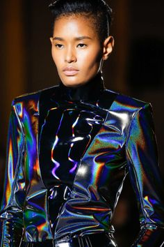 FashionNetwork.com - Das B2B Portal für die Fachleute aus der Mode, Luxus und Kosmetikbranche. Autumn Fashion 2018, Fashion 2020, Fashion Show, Girl Fashion, Paris Fashion, Balmain, Warm Outfits, Cool Outfits, Space Fashion