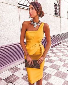 Striking and simple off the shoulder bright yellow dress. Gala Dresses, Evening Dresses, Casual Dresses, Fashion Dresses, Yellow Wedding Dress, Yellow Dress, Classy Outfits, Cute Outfits, Estilo Cool