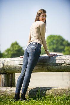 """Jeans equitazione donna EQUI-THEME modello """"Fashion"""" monta inglese, comodo da indossare, è decorato con cuciture e un bottone a fiore, abbellita da uno strass centrale a contrasto."""