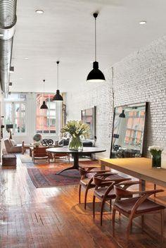 Aire ouverte, planchers, luminaires, ensemble de salle à manger, brique blanche