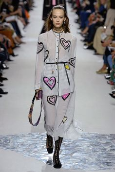 See the complete Christian Dior Spring 2018 Ready-to-Wear  collection.