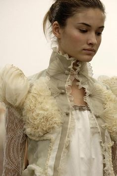 elf or fairy romantic victorian steampunk style fashion couture military jacket grimm and fairy love valentines day evening party wear Hippie Stil, Hippie Masa, Boho Vintage, Modelos Fashion, Foto Fashion, Cooler Look, Look Boho, Fashion Details, Fashion Design