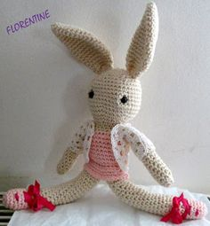 """Minizup"", le lapin venu du froid... (patron) Crochet Diy, Tweety, Craft Projects, Bunny, Pattern, Bambi, Crafts, Animals, Couture"