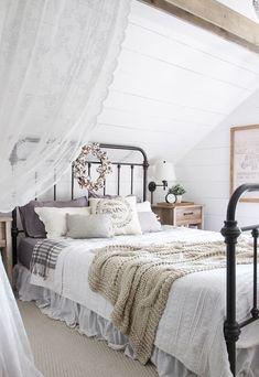 Gorgeous 70 Beautiful Farmhouse Master Bedroom Ideas https://roomodeling.com/70-beautiful-farmhouse-master-bedroom-ideas