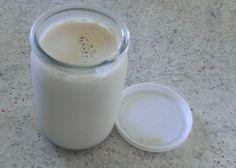 """750g vous propose la recette """"Yaourt au lait de chèvre à la vanille"""" notée 4.2/5 par 84 votants."""