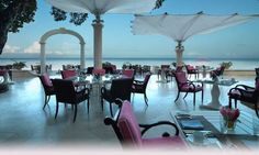 Sandy lane Bajan Blue restaurant is an elegant casual beachfront restaurant located on the lower terrace of Barbados most prestigious hotel, renownn for its unmatch ambience and elaborate Sunday brunch