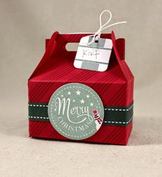 Don't Forget To Write: Last-minute Gift Card Packaging (chocolate packaging template) Christmas Hamper, Christmas Gift Box, Stampin Up Christmas, Christmas Gift Card Holders, Handmade Christmas, Christmas Paper Crafts, Christmas Projects, Gift Card Presentation, Gable Boxes
