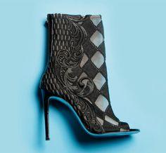 Les bottines Guipure Losange de Balmain http://www.vogue.fr/mode/les-shoes-de-la-semaine/diaporama/les-bottines-guipure-losange-de-balmain/13093