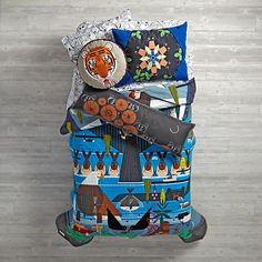 Adorned with the colorful artwork of world-renowned wildlife artist Charley Harper, this limited-edition quilt features colorful animals of all shapes and sizes. A gorgeous combination of intricate embroidery, applique and printed elements all come together to recreate the iconic artwork Charley designed for the Glacier Bay National Park. The quilt also comes in a decorative gift box, making it the perfect gift. Part of our exclusive Charley Harper for Nod Collection.<br /><br…