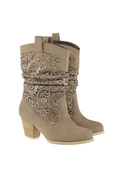 Knitted Lace Heeled Cream Boots. I just fell in love. Look Amber Buchanan, girly and cowboy boots!!