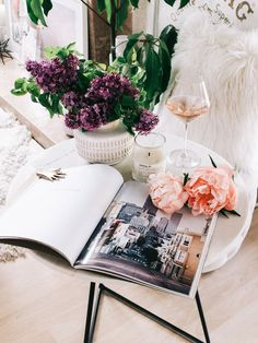 5 Tips for Styling Your Entry Table — A Fabulous Fete How To Make Paper Flowers, Large Paper Flowers, Mason Jar Crafts, Mason Jar Diy, Crafts To Make And Sell Unique, Small Craft Rooms, Construction Paper Crafts, Diy Outdoor Weddings, Craft Room Design