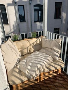 Condo Balcony, Apartment Balcony Decorating, Apartment Design, Small Balcony Design, Small Balcony Decor, Diy Daybed, Outdoor Daybed, Home Decor Furniture, Home Decor Bedroom