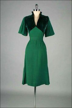 Absolutely stunning 1940s velvet and chiffon dress, how delicious?!?!