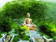 Không khí tâm linh Chùa Yên Tử: Tìm cảm giác tĩnh tâm, thanh tịnh nơi núi rừng thiêng liêng.