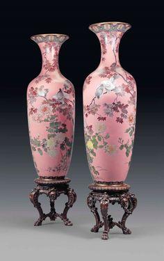 Japanese Vase, Japanese Porcelain, Japanese Pottery, Classic Wall Paint, Antique China, Antique Vases, Blue Lotus Flower, Pots, Vases Decor