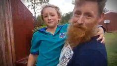 Este niño vendió limonadas para comprar un pony y así reaccionó cuando lo tuvo
