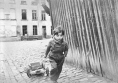 """Brussels 1954-1956. Picture from the movie """"Le Chantier des Gosses"""" by Jean Harlez in the poor district Les Marolles with the people/kids living there. First released in 1970. Rediscovered in 2014. #bruxelles #brussel #brussels"""
