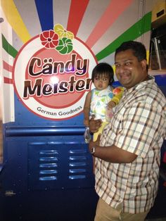 Ricky from http://daddyblogger.com/ visits our Candy Meister Van