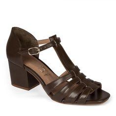 6a843ed0b Esta imagem apresenta um(a) calçadosdo modelo sandália laminado calf cacau  pretty tramê da