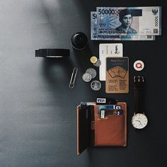 Bellroy Note Sleeve. The perfect All-Rounder wallet that loves your flat bills & coins. Made from hand crafted leather, it hits the sweet spot of functionality and efficiency.