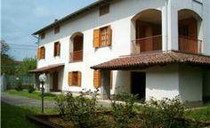 Bella casa padronale, con ampio giardino. Visitate la scheda dettagliata : http://www.studioal5.it/it/Vendite/Castelletto%20Monferrato/V000164/197/?p=1