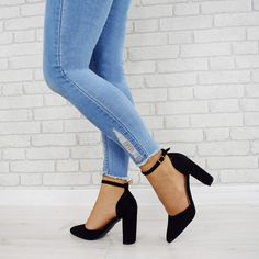 Work Outfits, Heeled Mules, Fox, Clothes For Women, Heels, Fashion, Outerwear Women, Heel, Moda