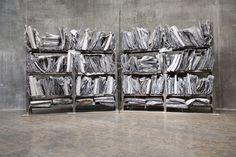Работа «Арсенал» (1983−2016) — склад коробок, полочек и под завязку набитых шкафов, напоминают пристанище сумасшедшего коллекционера, который посвятил себя записи и хранению живой памяти об умерших. Ансельм Кифер
