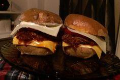 Pulled pork • recept • bonvivani.sk Pulled Pork, Hamburger, Ale, Meat, Ethnic Recipes, Food, Shredded Pork, Ale Beer, Essen