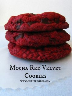 Mocha Red Velvet Cookies via Petitfoodie Cookie Desserts, Just Desserts, Cookie Recipes, Delicious Desserts, Dessert Recipes, Yummy Food, Yummy Yummy, Cupcake Recipes, Red Velvet Cake Mix