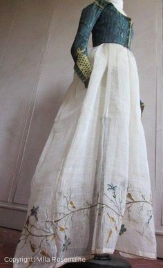 Amazing polychrome embroidered cotton gauze skirt from the french Empire period, consisting in two n. Fashion Mode, Moda Fashion, Vintage Dresses, Vintage Outfits, Vintage Fashion, Historical Costume, Historical Clothing, Regency Dress, Regency Era
