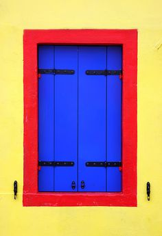 Yellow, red, & blue - nice use of the primary colors.