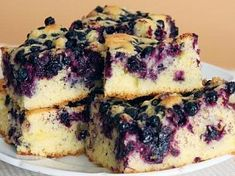 Melt In Your Mouth Blueberry Cake Recipe from Scratch with Fresh Blueberries - Delicious recipes Just Desserts, Delicious Desserts, Dessert Recipes, Yummy Food, Picnic Desserts, Quick Dessert, Cupcake Recipes, Healthy Desserts, Breakfast And Brunch