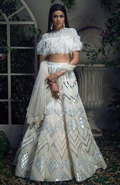 Plzz someone remove this furr from the blouse Designer Bridal Lehenga, Bridal Lehenga Choli, Indian Wedding Outfits, Indian Outfits, Wedding Dress, Pakistani Dresses, Indian Dresses, Indian Designer Outfits, Designer Dresses