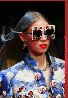 See all the Details photos from Dolce   Gabbana Spring Summer 2018  Ready-To-Wear now on British Vogue 2052c3b0778
