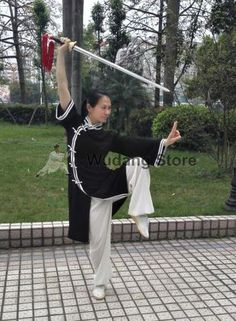 Qi Gong, Martial Arts Clothing, Martial Arts Women, Tai Chi Clothing, Fighting Poses, Martial Arts Techniques, Chinese Martial Arts, Art Poses, Drawing Poses