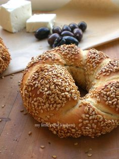My Little Expat Kitchen (in Greek): brunch Grape Recipes, Gourmet Recipes, Cooking Recipes, Midevil Food, Greek Bread, Kitchen In, Braided Bread, Greek Cooking, Greek Dishes