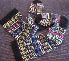 Vanuttunut Villasukka: Taimitarhan kukkasukat Wool Socks, Knitting Socks, Mittens, Friendship Bracelets, Knitting Patterns, Knit Crochet, Leg Warmers, Villas, Sock Knitting