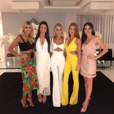 Swans Style is the top online fashion store for women. Shop sexy club dresses, jeans, shoes, bodysuits, skirts and more. Cute Pants Outfits, Date Outfits, Classy Outfits, Summer Outfits, Fashion Outfits, Womens Fashion, Mellow Yellow, Casual Chic, Ideias Fashion