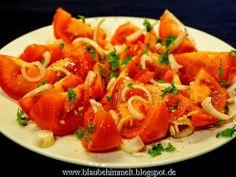 Und auch ein bisschen frischer Tomatensalat mit einem herrlich klingendem Dressing kam bei Susi auf den Tisch.