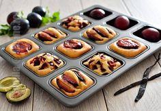 Prajitura cu prune – reteta video Easy Cookie Recipes, Donut Recipes, Healthy Dessert Recipes, Sweets Recipes, Brownie Recipes, Cupcake Recipes, Cooking Recipes, No Cook Desserts, Easy Desserts