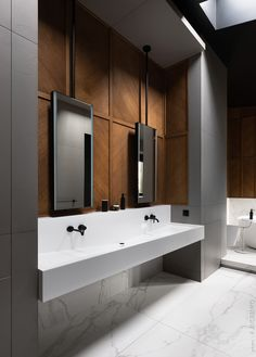 Dream Bathroom 💭 Stunning bathroom design with marble tiles complementing feature timber panelling and black tapware. Restroom Design, Bathroom Interior Design, Home Interior, Bathroom Toilets, Small Bathroom, Master Bathroom, Washroom, Bathroom Ideas, Nature Bathroom