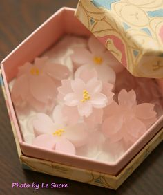 "hal-japan: "" ""SAKURA form of candy"" in Japan. Japanese Sweets, Japanese Wagashi, Japanese Snacks, Japanese Candy, Cute Japanese, Japanese Food, Snacks Japonais, Desserts Japonais, Wagashi Japonais"