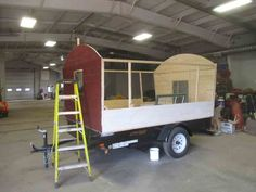 Daphne's Caravans: Magical Gypsy Caravans, guest spaces or retreats Home Made Camper Trailer, Camping Trailer Diy, Camper Trailers, Homemade Camper, Diy Camper, Gypsy Wagon, Gypsy Caravan, Painting Bathtub, Small Campers