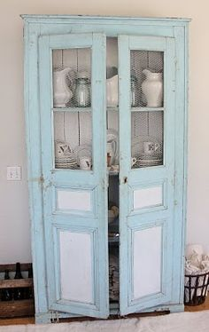 Luuurve the paint color of this cabinet.  Custom colour but she shares the formula in the post.