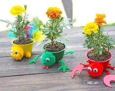 This is perfect for a saturday crafternoon with your littles. wants to show you how to create these recycled animal planters. Click the link for the supplies and steps. Craft Activities For Kids, Projects For Kids, Crafts For Kids, Craft Projects, Summer Crafts, Diy And Crafts, Diy Upcycling, Diy Wedding Projects, Camping Crafts